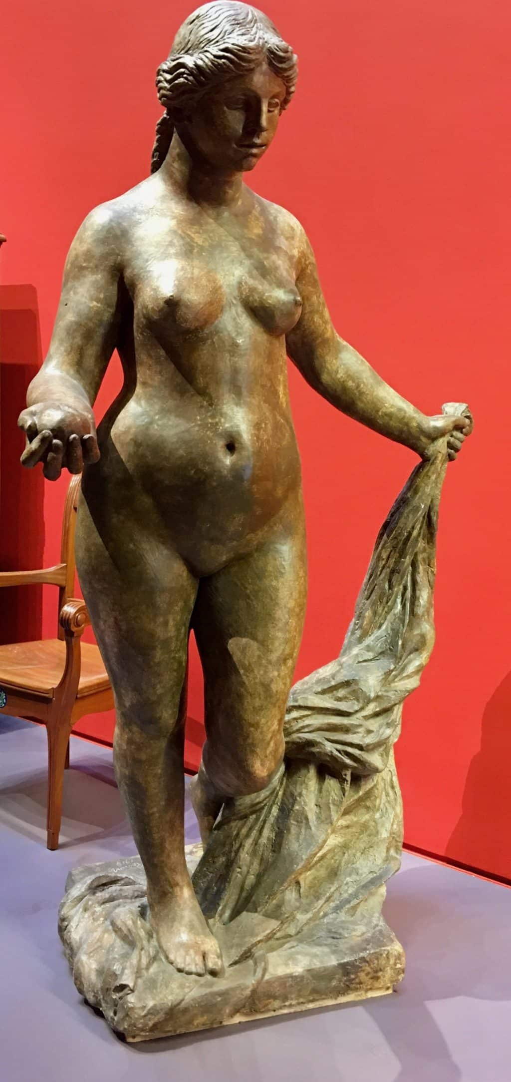 Beautiful sculpture of lady