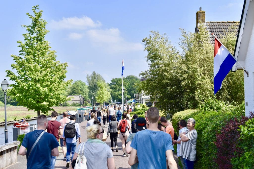 Street with crowd headed to Giethoorn